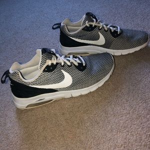 Women/Men Nike Air Sneakers Size 7.5/8